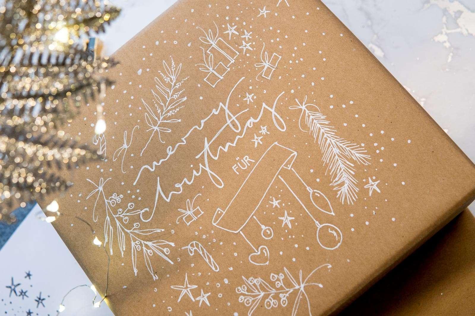 Nadja König Geschenkverpackung Weihnachten Lettering Illustration